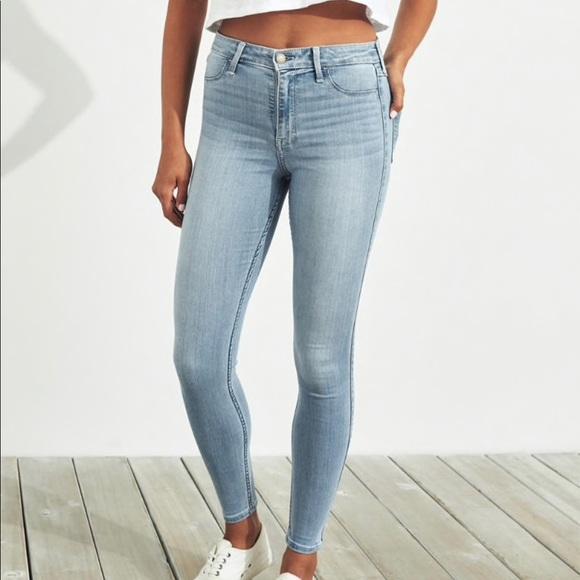 Hollister Pants - light wash distressed hollister jeans